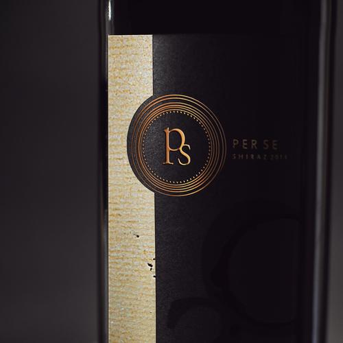 Wine bottle design with the title 'a q u a r e l l e '