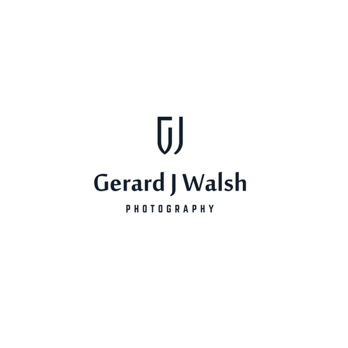 Letter brand with the title 'Minimalist geometric logo for photographer'